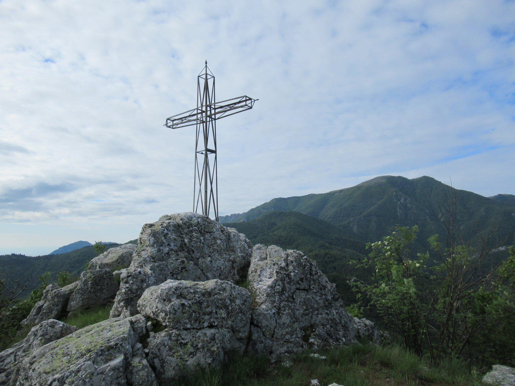 Monte Pietra Ardena (m.1100) con dietro il Galero.