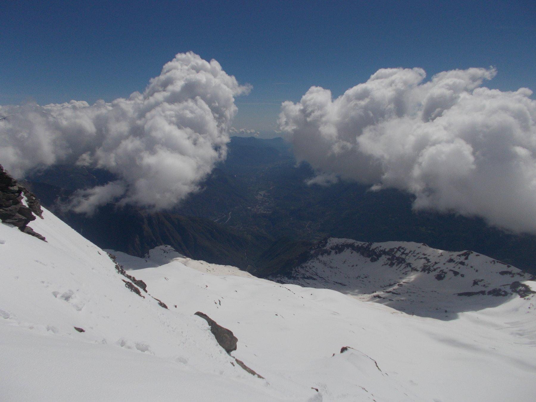 sopra la val Susa gia' stazionano grossi ma innoqui nuvoloni..