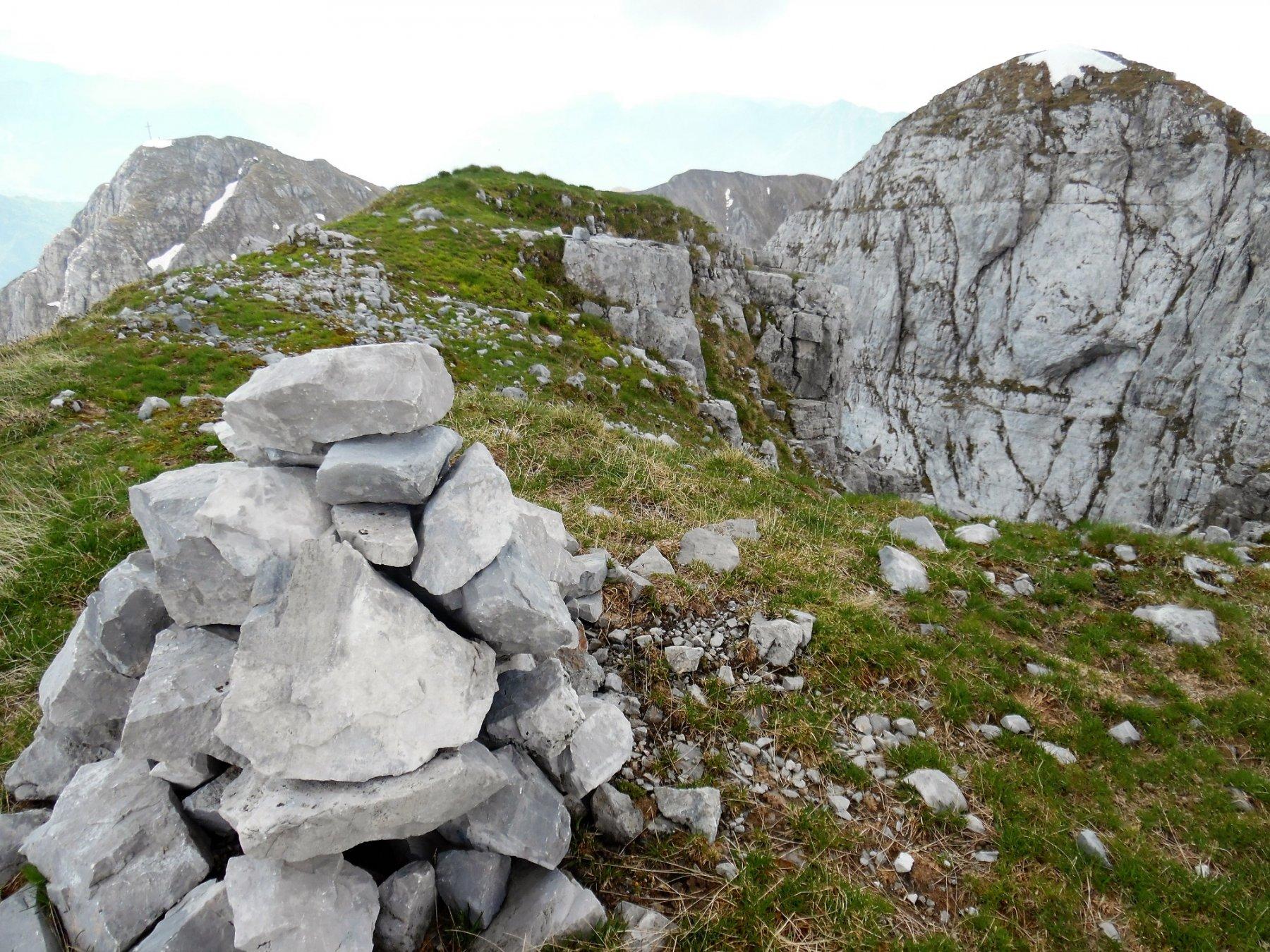 Cima Ovest di Monte Secco 2267 m. Dietro a sinistra la Croce di M.S. e a destra la Cima Est di M.S.