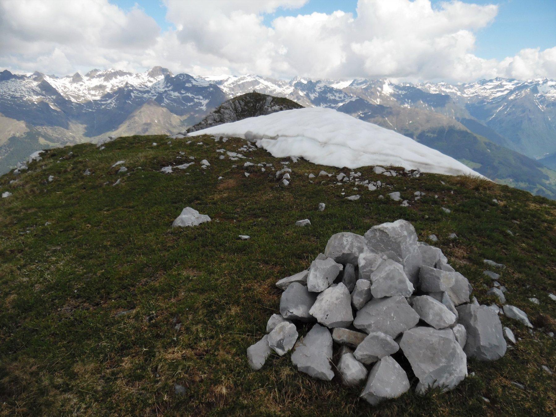 Cima Est di Monte Secco 2266 m. Dietro la Ovest (la più alta)