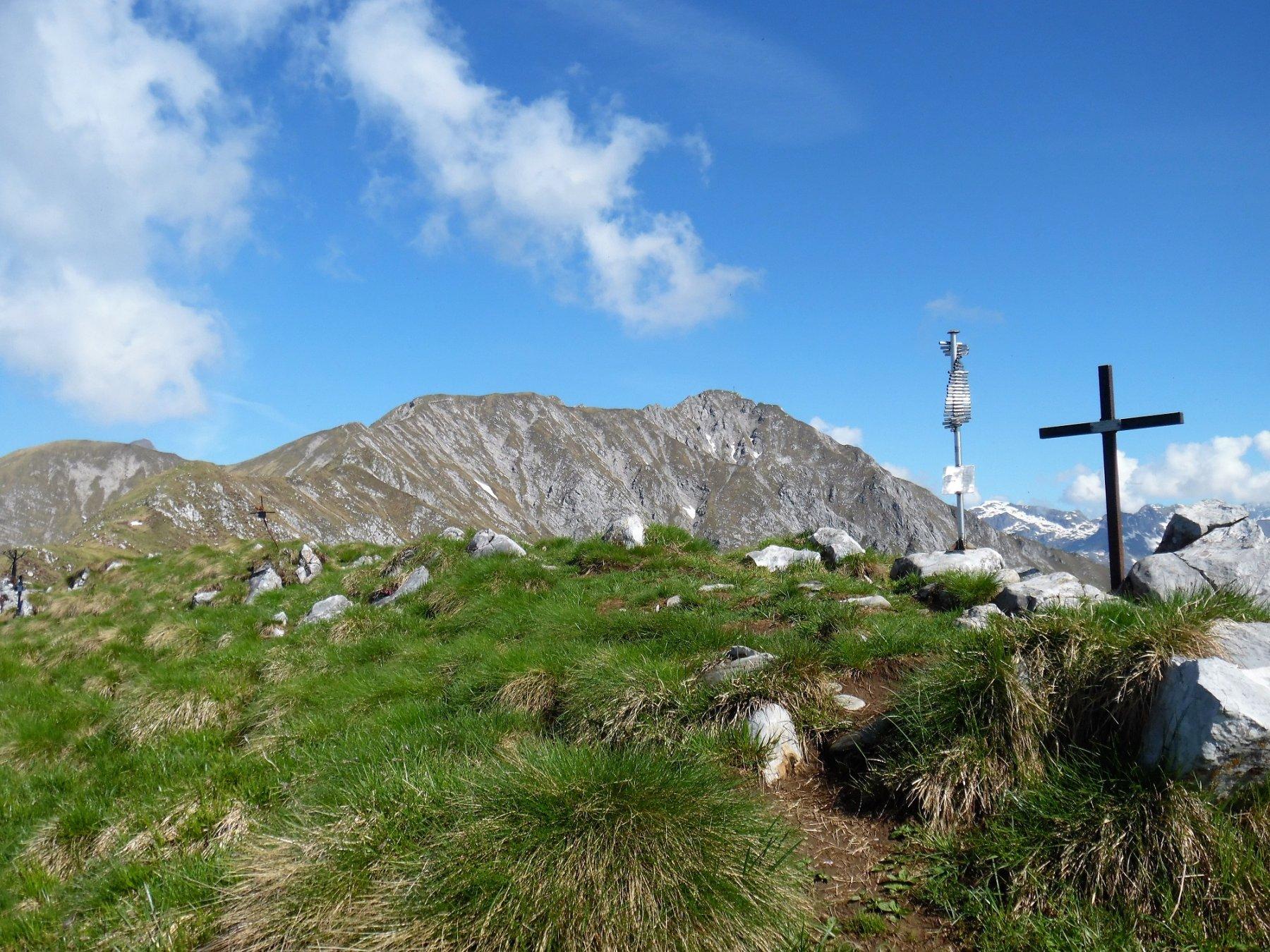 Cima Vaccaro 1957 m. Dietro il crinale per la Croce di Monte Secco.