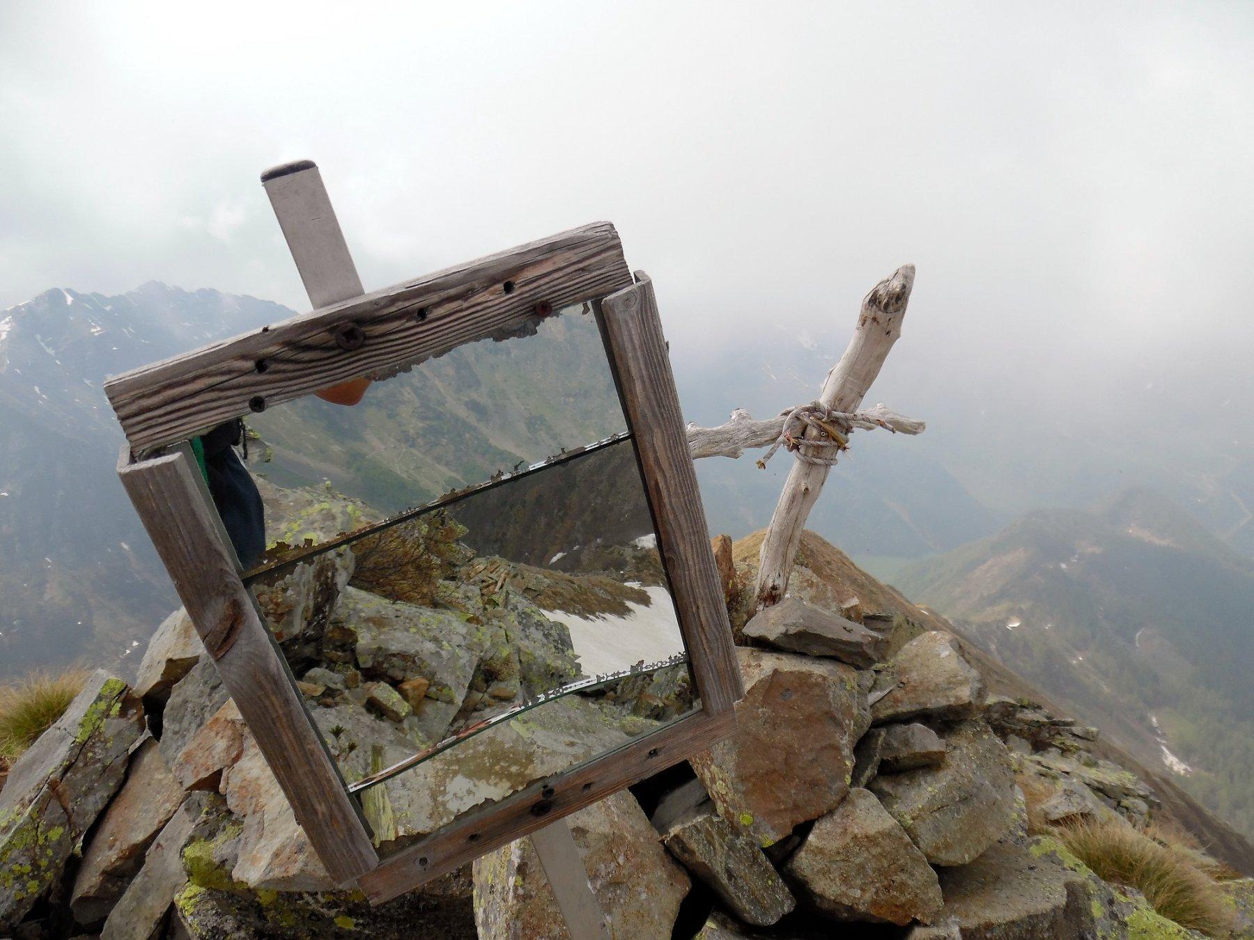 Monte Pomnolo 2257 m. Vetta con croce e specchio!