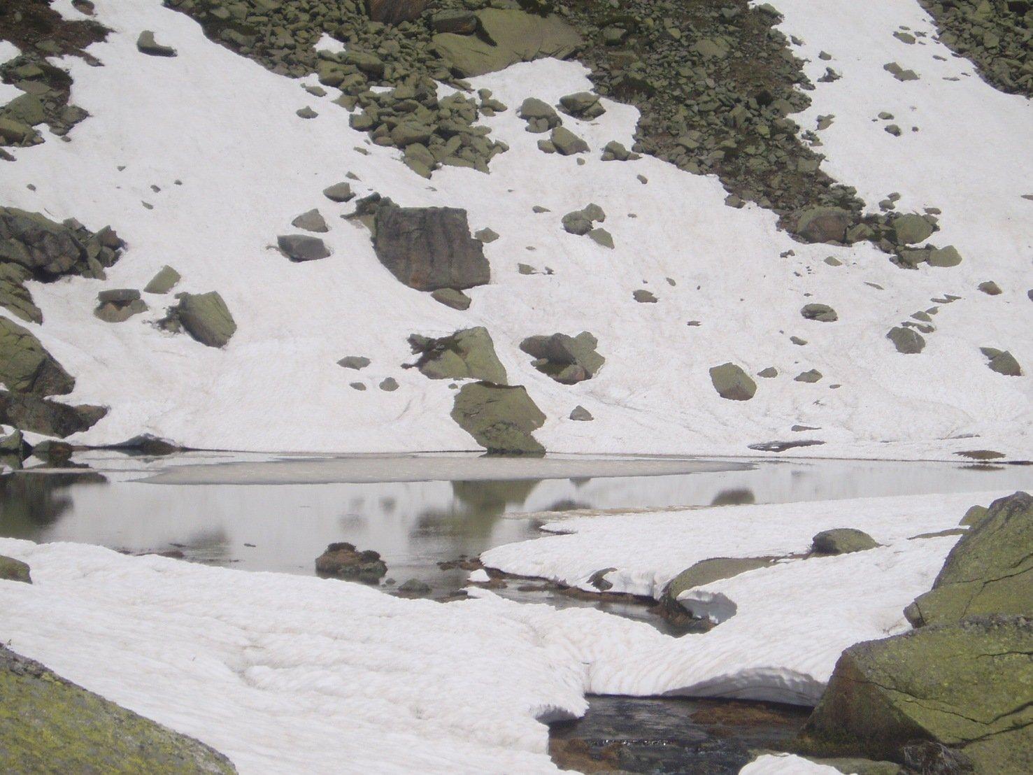Lago superiore quasi libero dai ghiacci.