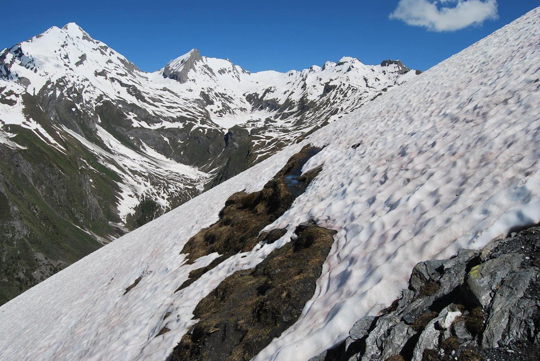 Sul sentiero 3A che appena dopo il Tramaglio scompare nella neve