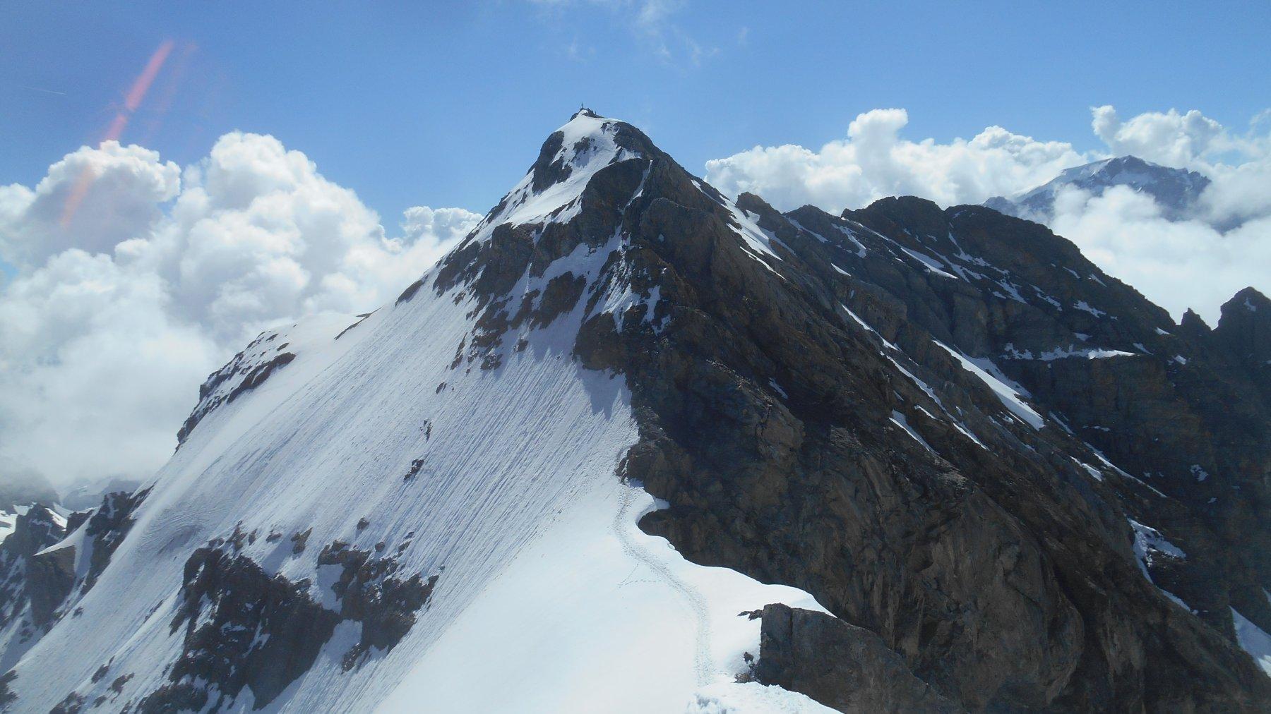 La cima principale vista dall'anticima