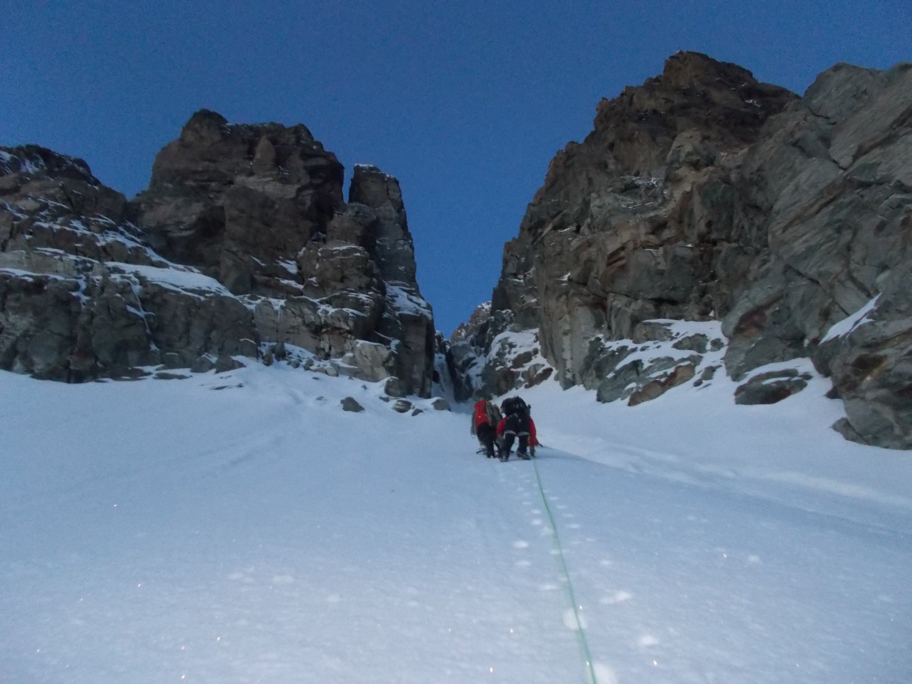 verso la strettoia della parte superiore dal ghiacciaio pensile..