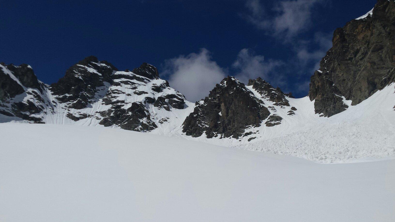 il colle di Tzan a dx, versante Valtournenche