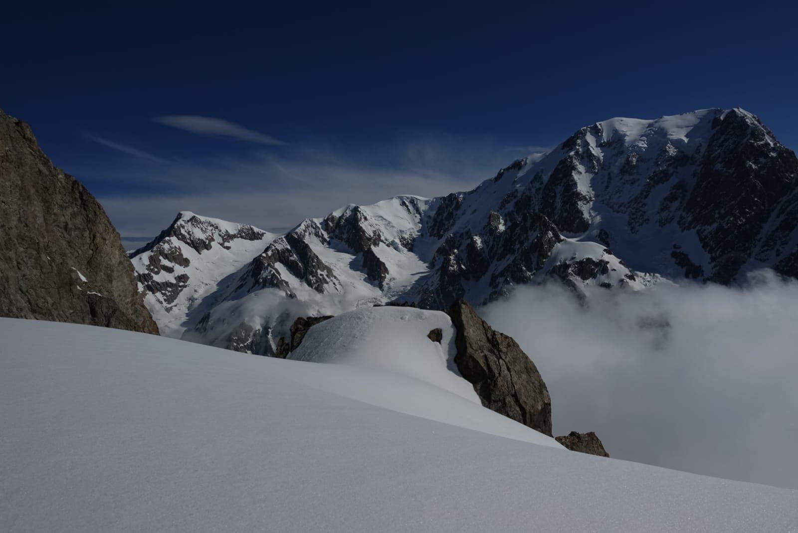 Sua Maestà visto dal colle fra la Aguille de L'Aigle ed il Petit Mont Blanc