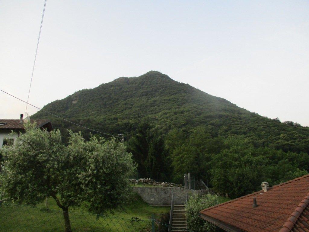 monte Orfano prima dell inizio del sentiero