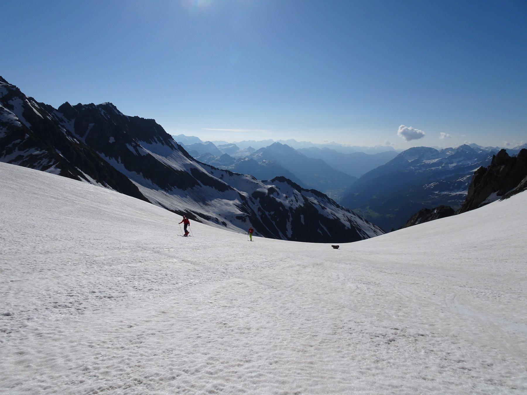 conca nevosa in solitudine