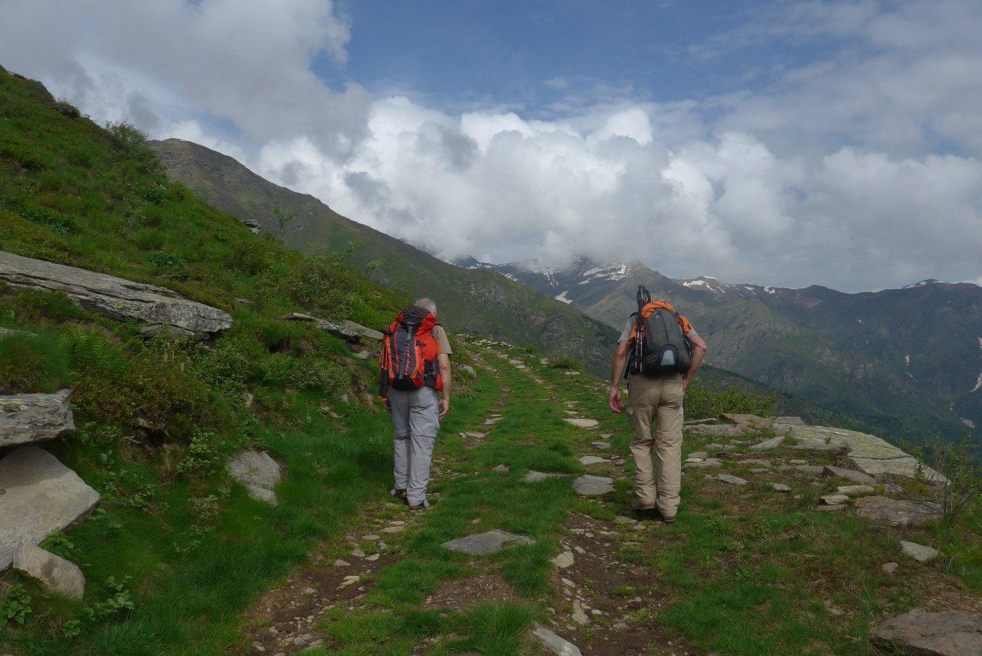 Sulla sterrata per l'Alpe Vandalino