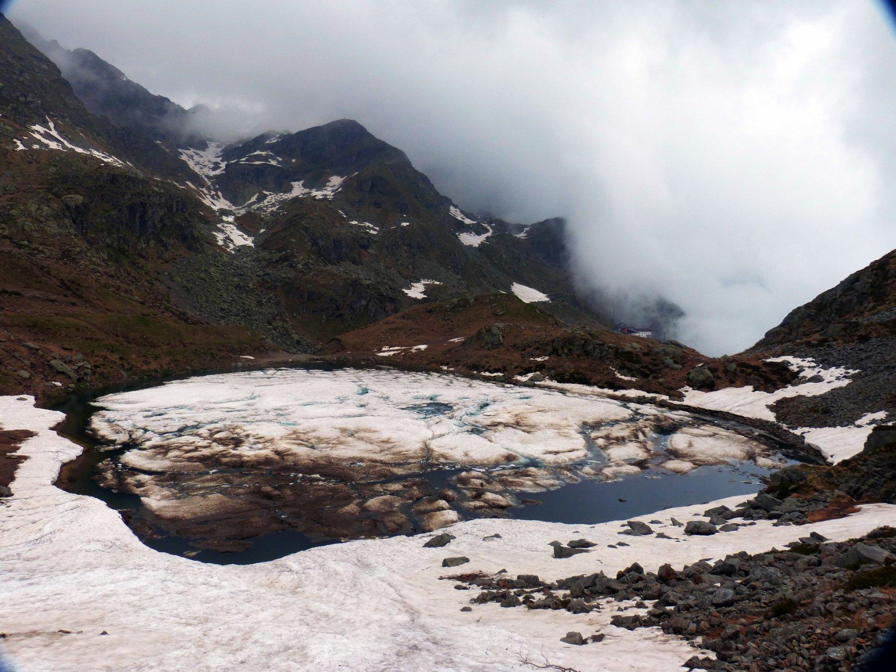 ...lago del Mucrone salendo alla ricerca di una via non trovata...
