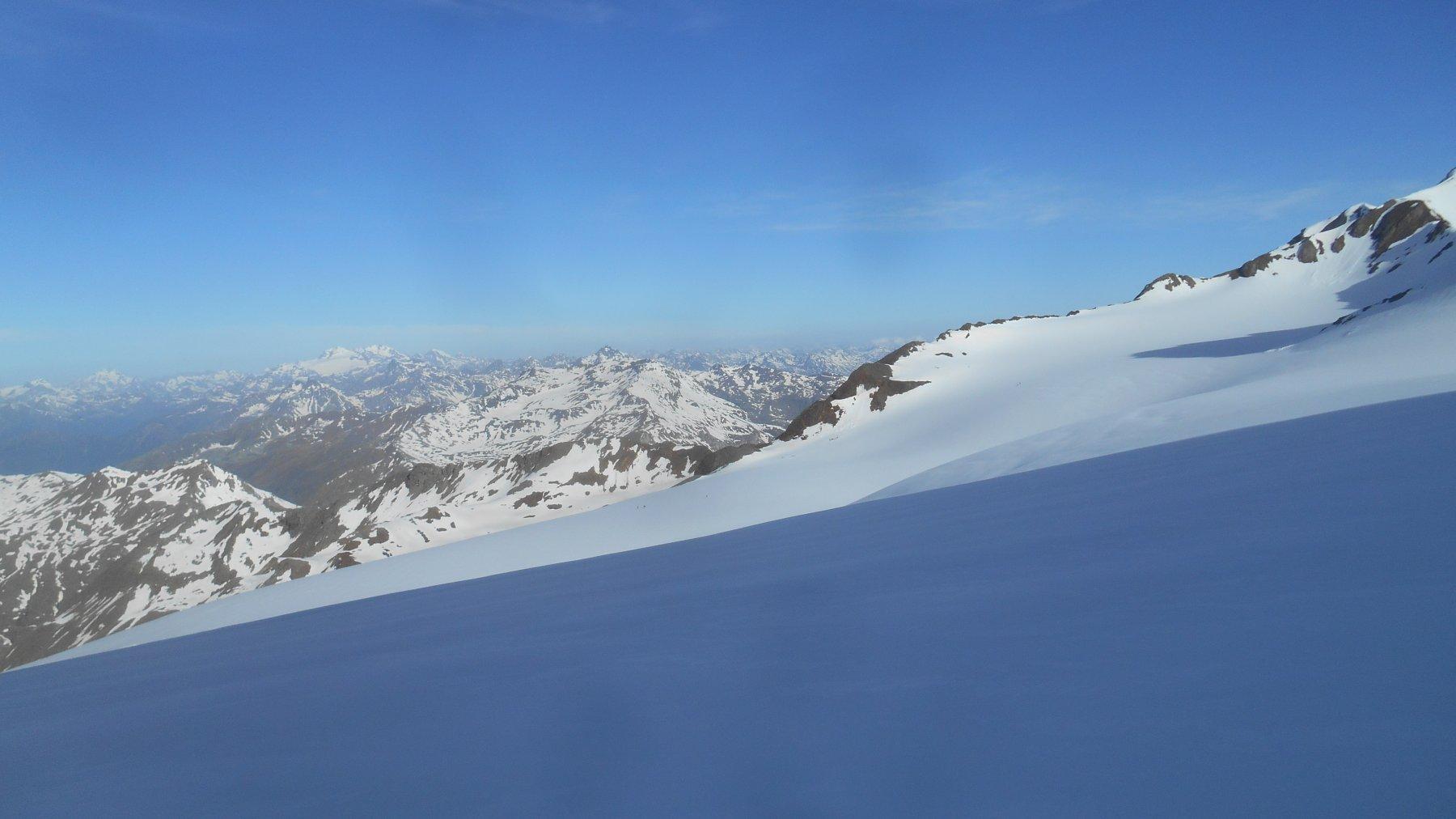 Ghiacciaio del Dosegù con il Bernina sullo sfondo