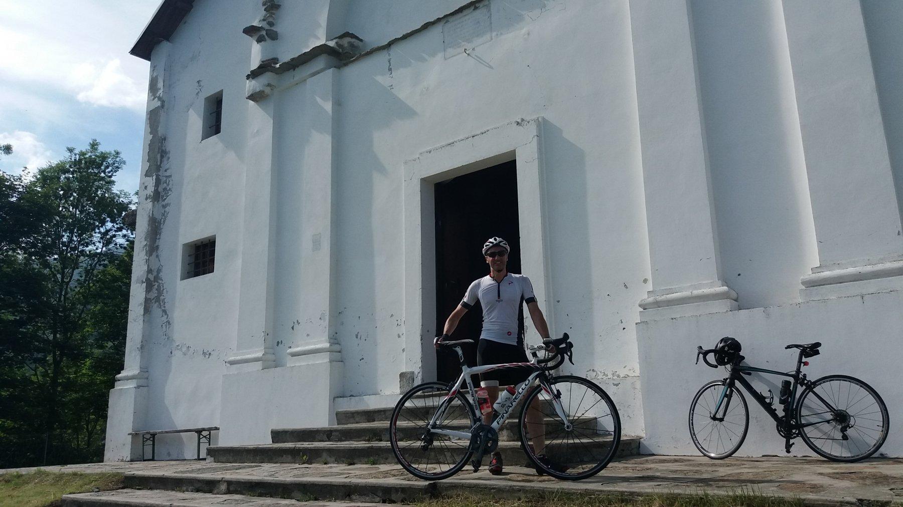 Davanti all'ingresso del santuario di Santa Elisabetta