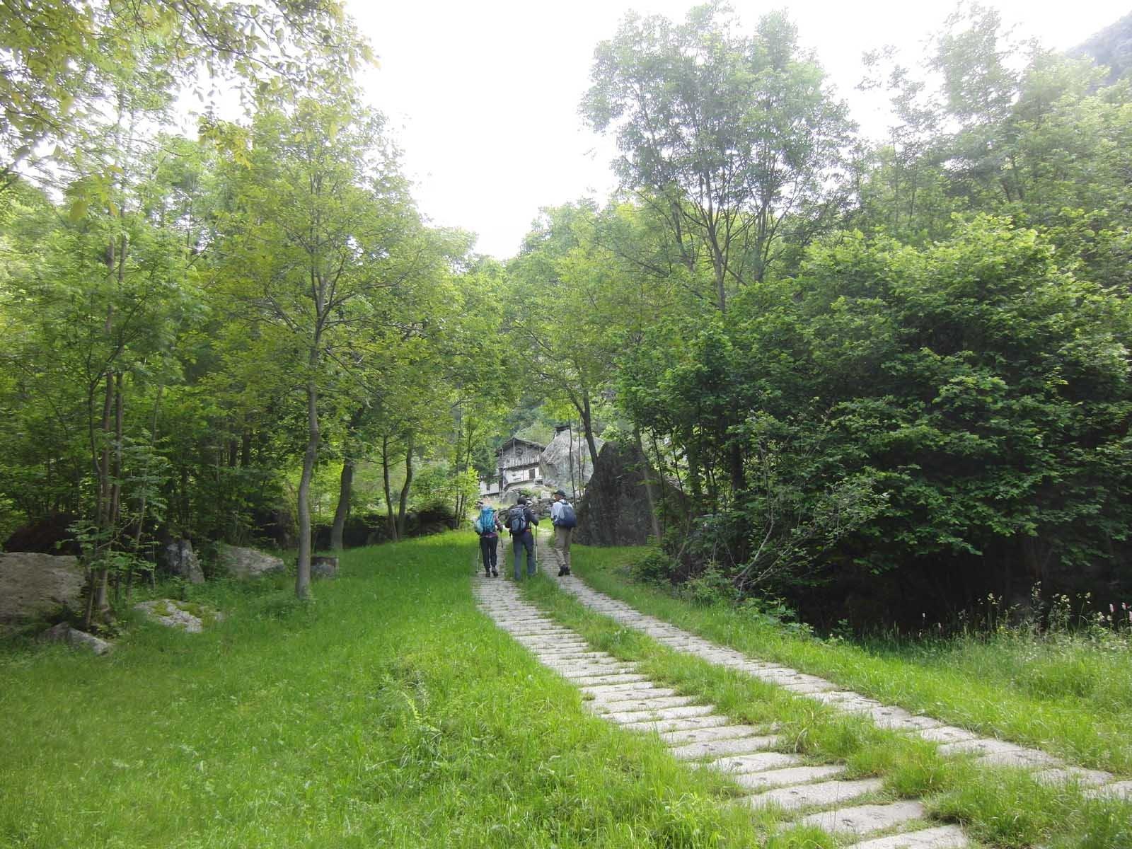 In vista di Rivirin con massicciata di traversine ferroviarie dismesse.