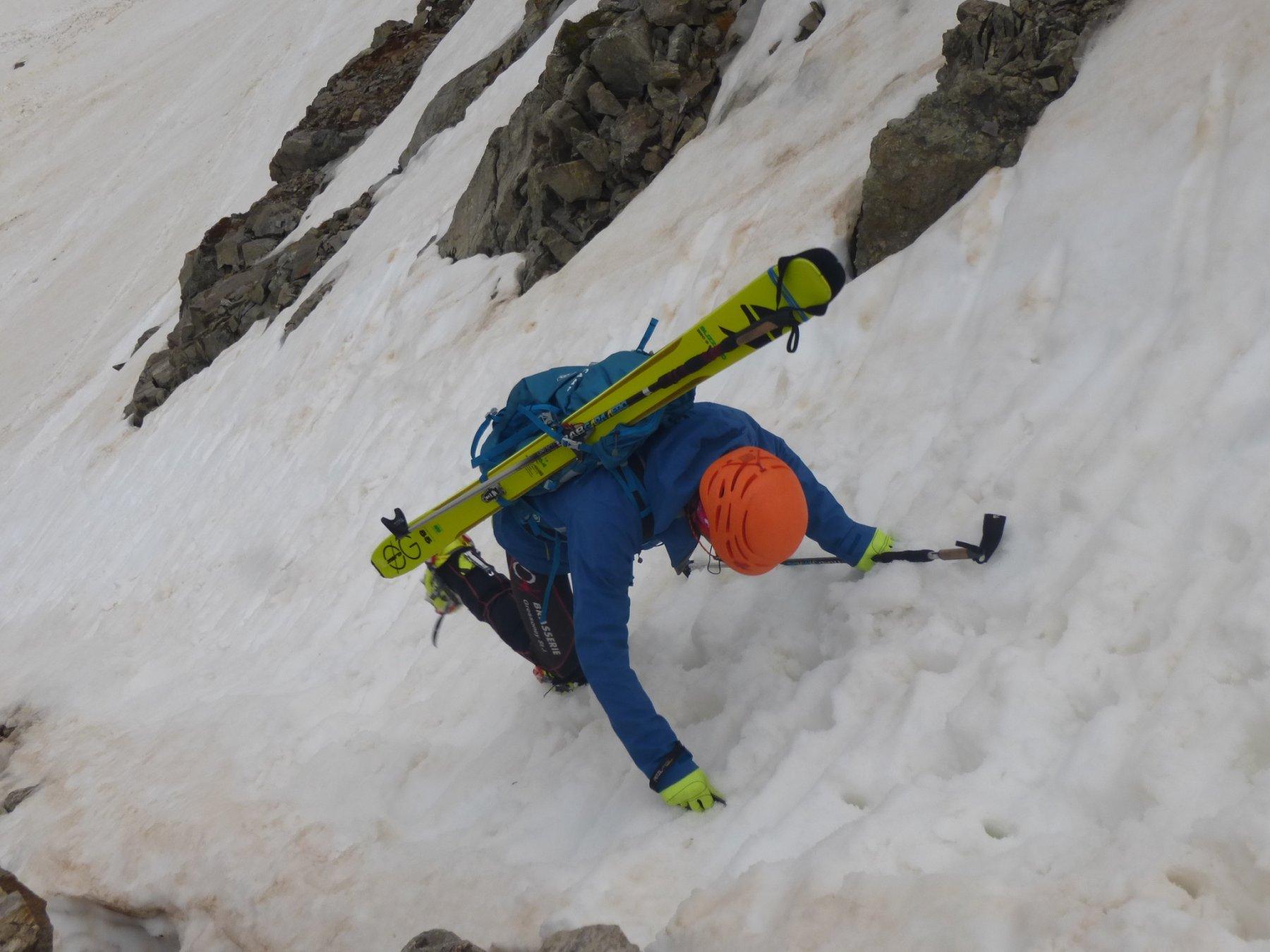 scendendo il canalino che porta al nevaio dell'Ubac