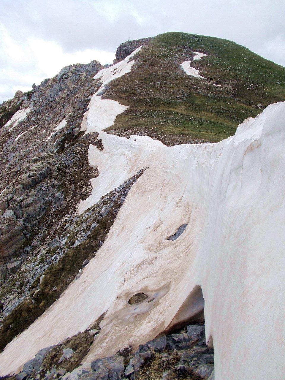 ultime cornici di neve sul versante nord