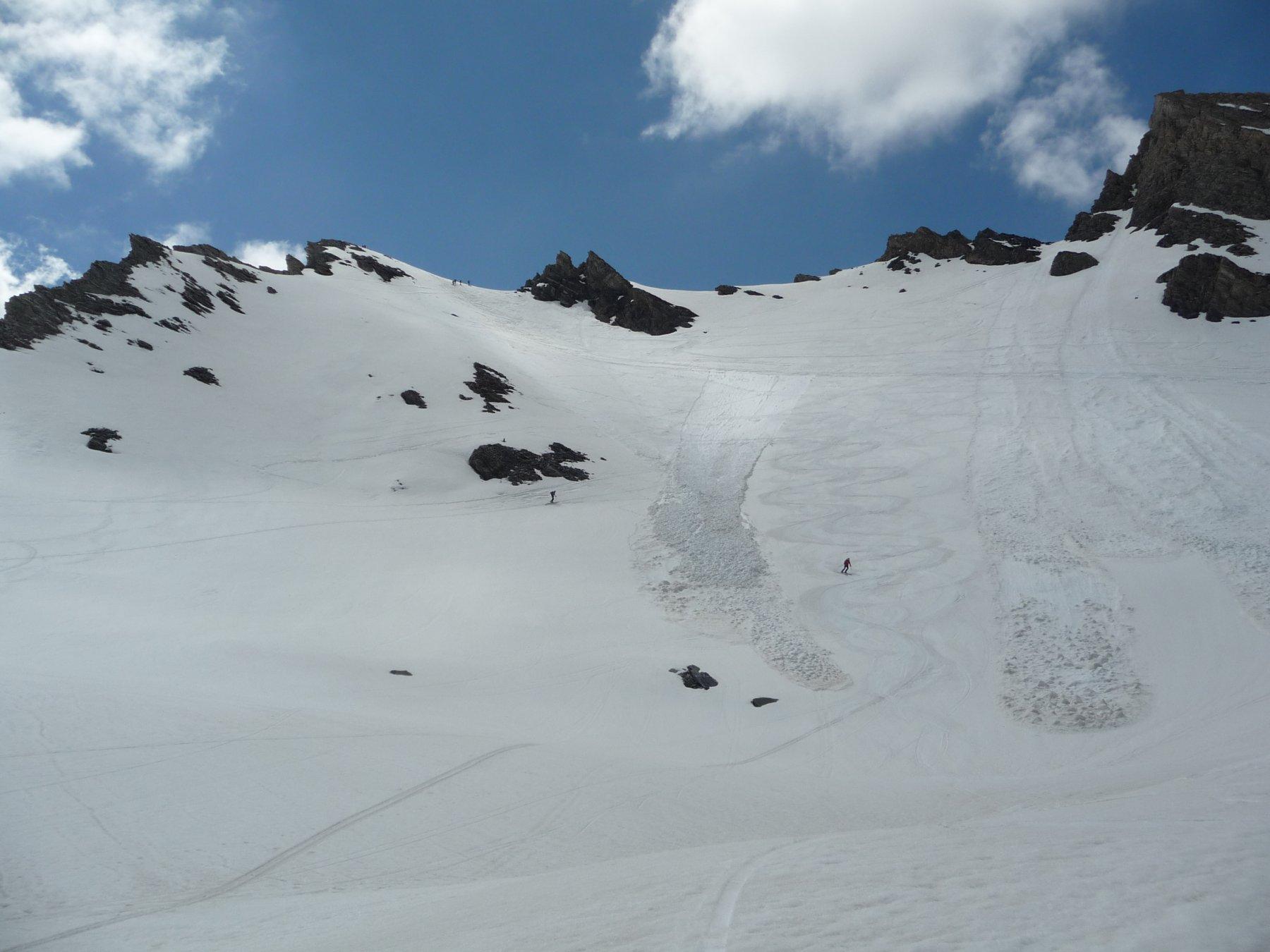 Neve commovente sotto la Rocca Rossa