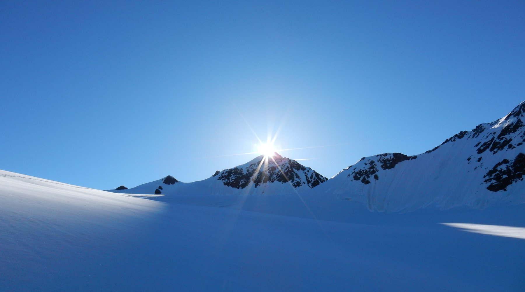 Spunta il sole dalla P.ta S.Matteo 3678mt.