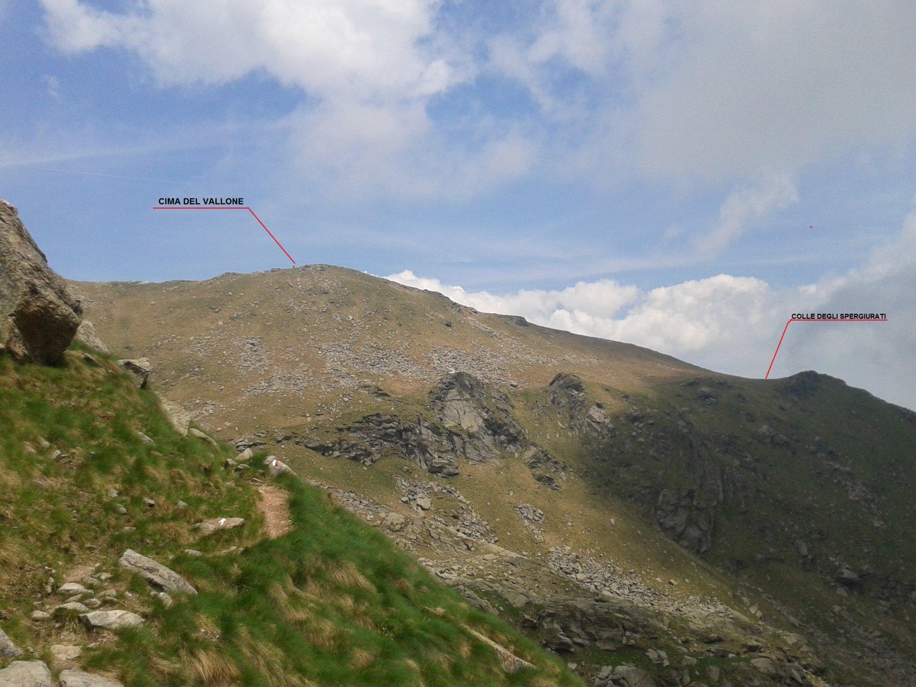panoramica della vetta dal colletto sopra l'alpe Chiaromonte