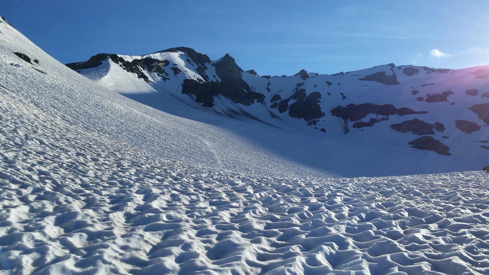 Col d'Arguerey a sx, scendendo verso i laghi di Tormotta