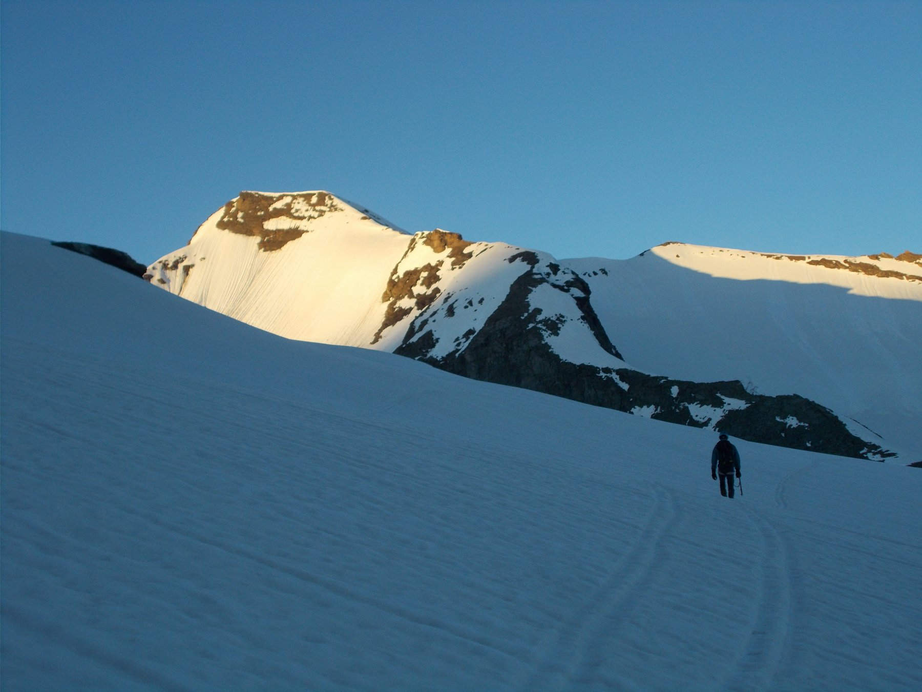 dal Glacier des Sources de L'Isere..in avvicinamento alla parete gia' al sole..
