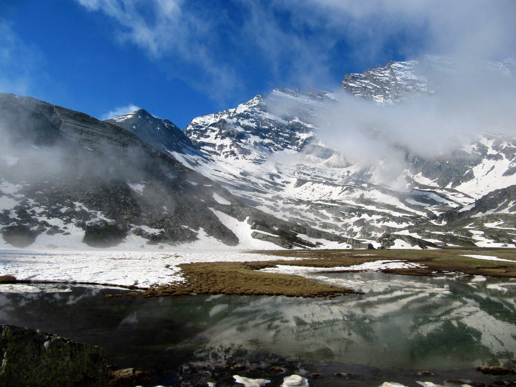 La cima vista dal lago di Nel
