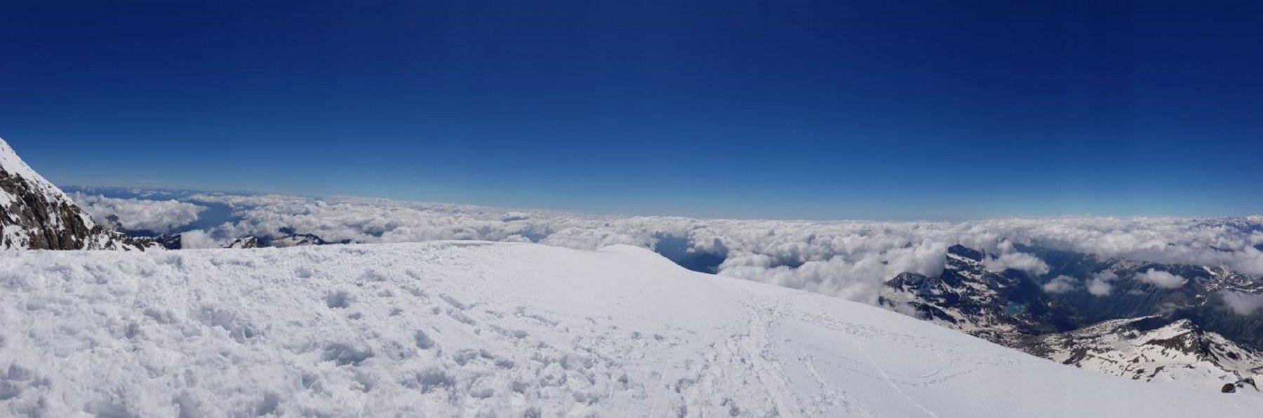 mare di nuvole sulla ValSesia