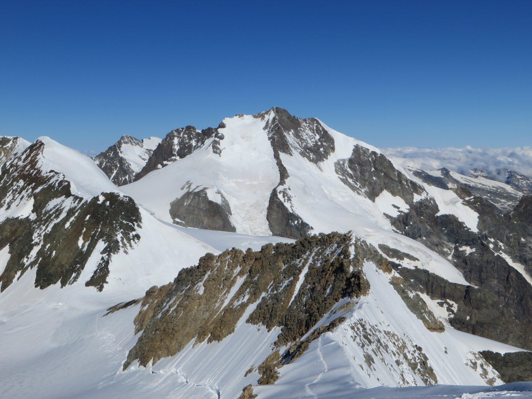 La cresta per raggiungere il Palù Occidentale con sullo sfondo il Bernina