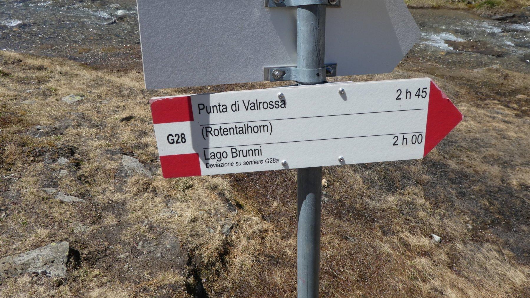 cartelli indicatori presenti ad ogni diramazione del sentiero