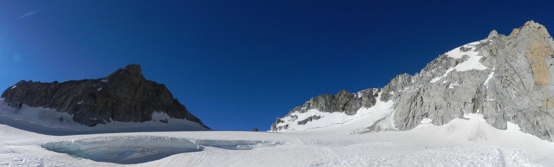 Salendo al Col d'Entreves: Aiguille d'Entreves a sx, Tour Ronde a dx