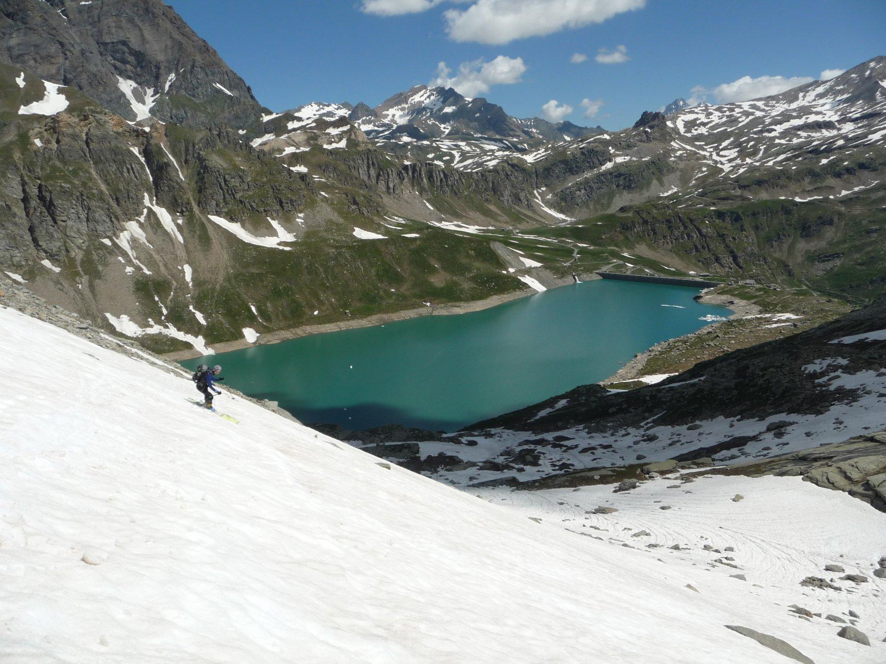 Sci ai piedi fino al lago