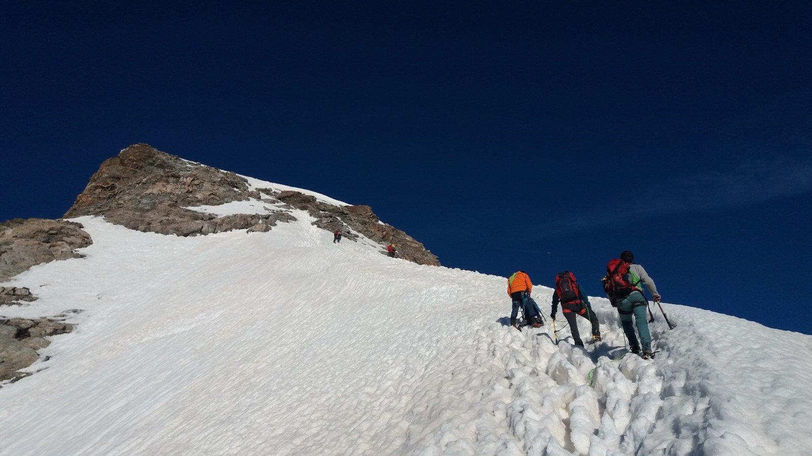 Cresta nevosa verso il secondo risalto roccioso