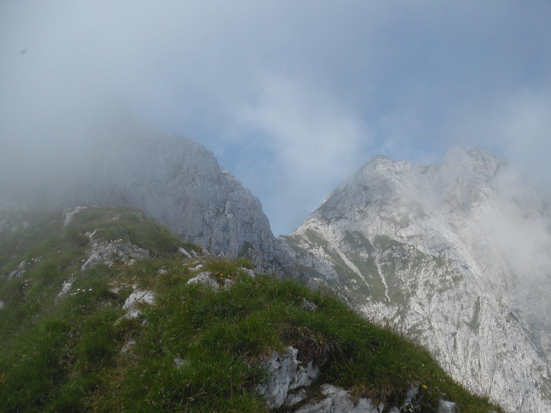 Croce di Monte Secco a sinistra e due cime di Monte Secco a destra