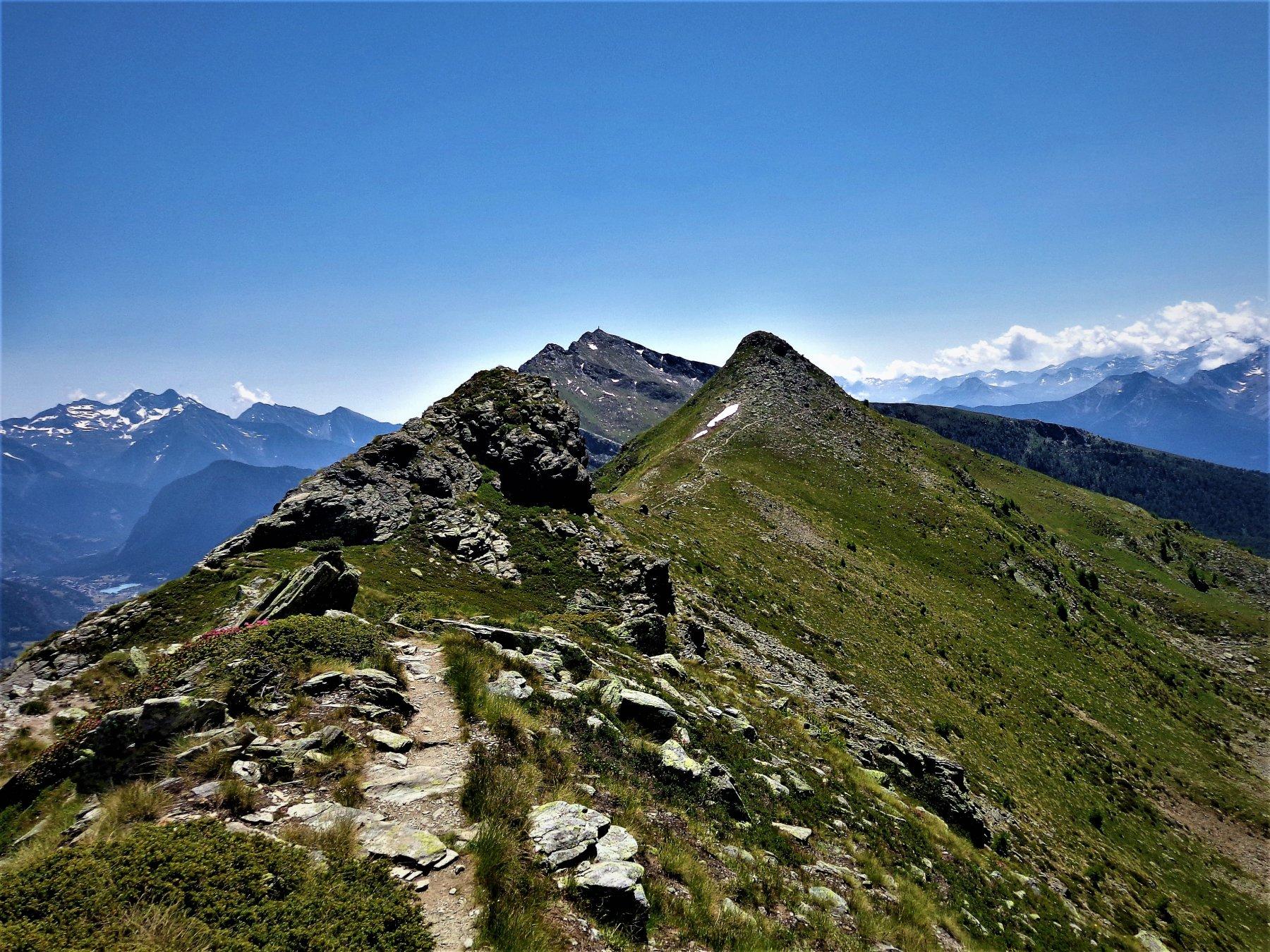 Il percorso in cresta col segnavia 9