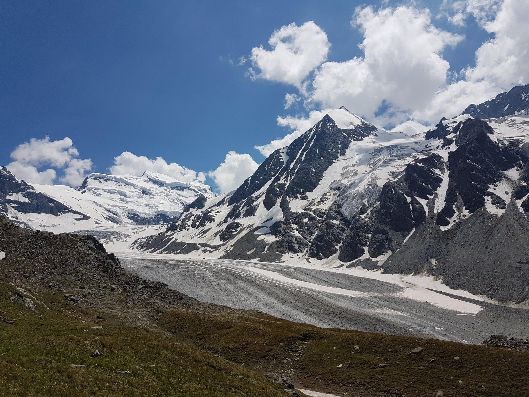 Il ghiacciaio con il Gran Combin sullo sfondo