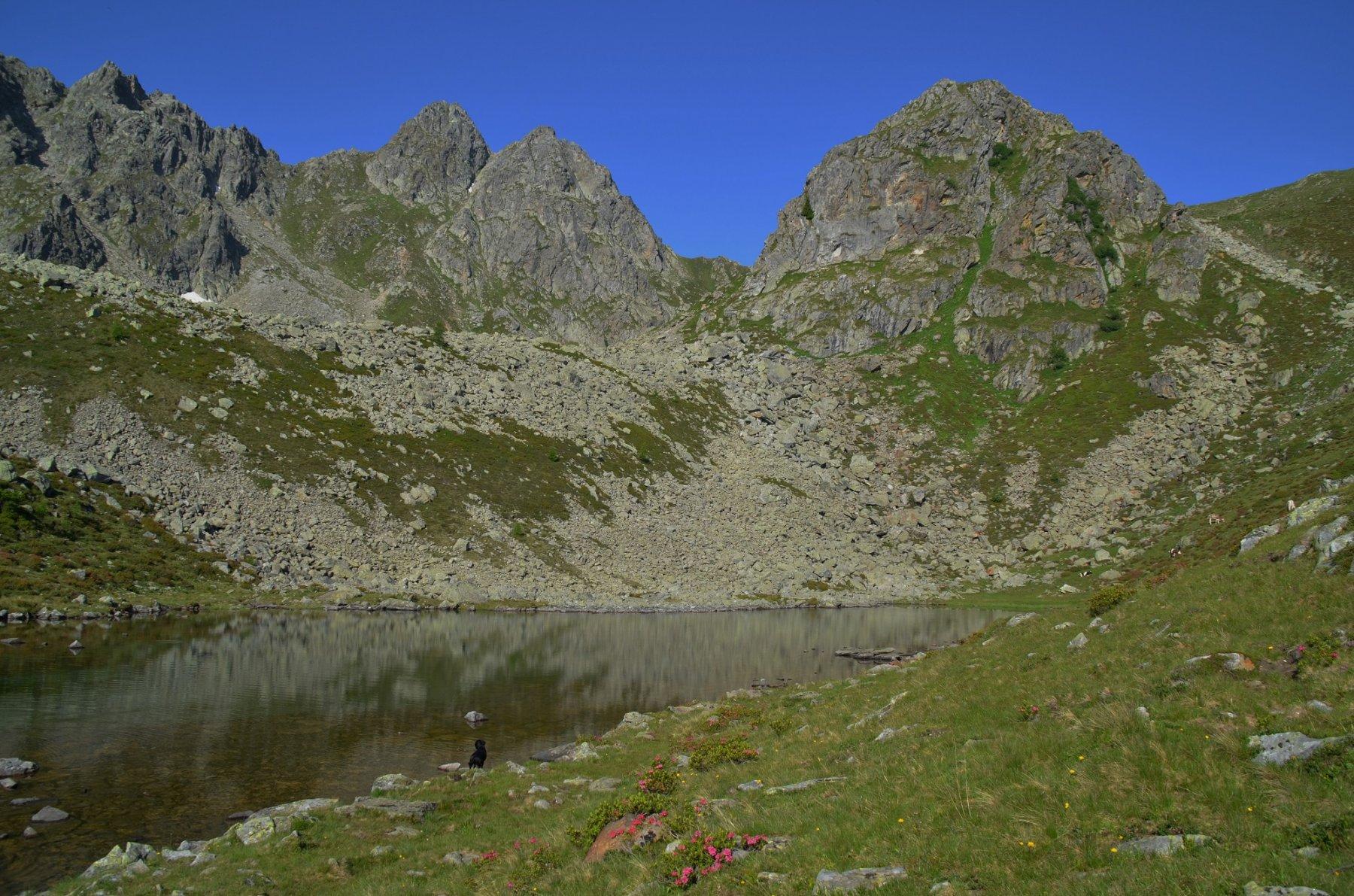 Lago Poinella 2180 m, Cima Poinella a destra, Cima Binasia e Schrumm-Spitze a sinistra