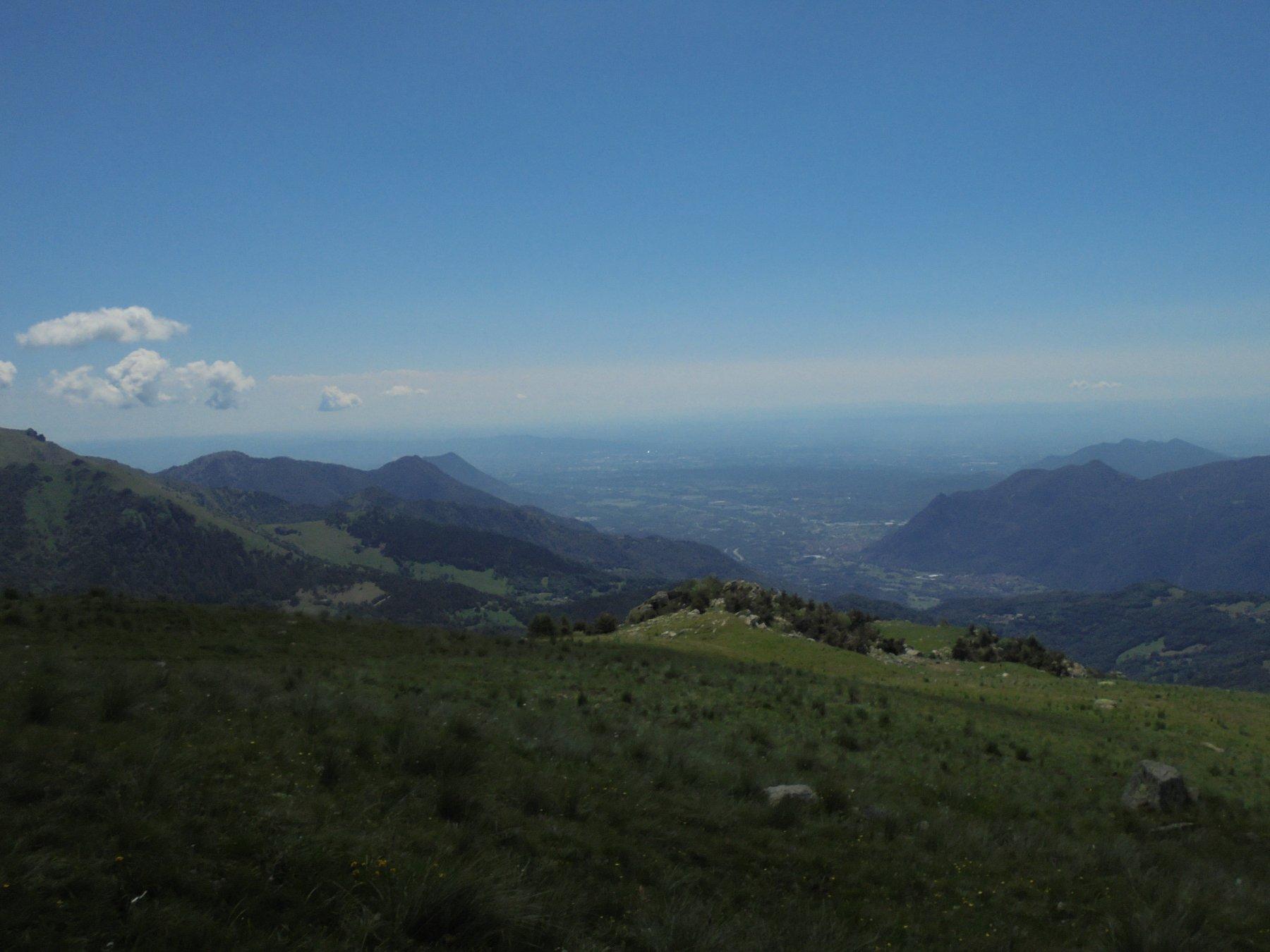 Il pianoro dell'Alpe Formica e la bassa valle