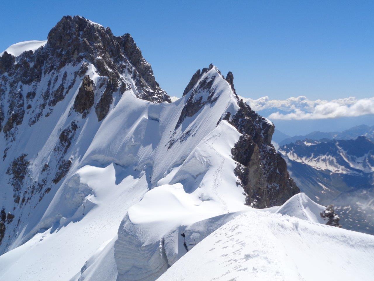uno sguardo indietro: la cresta e l'Aiguille