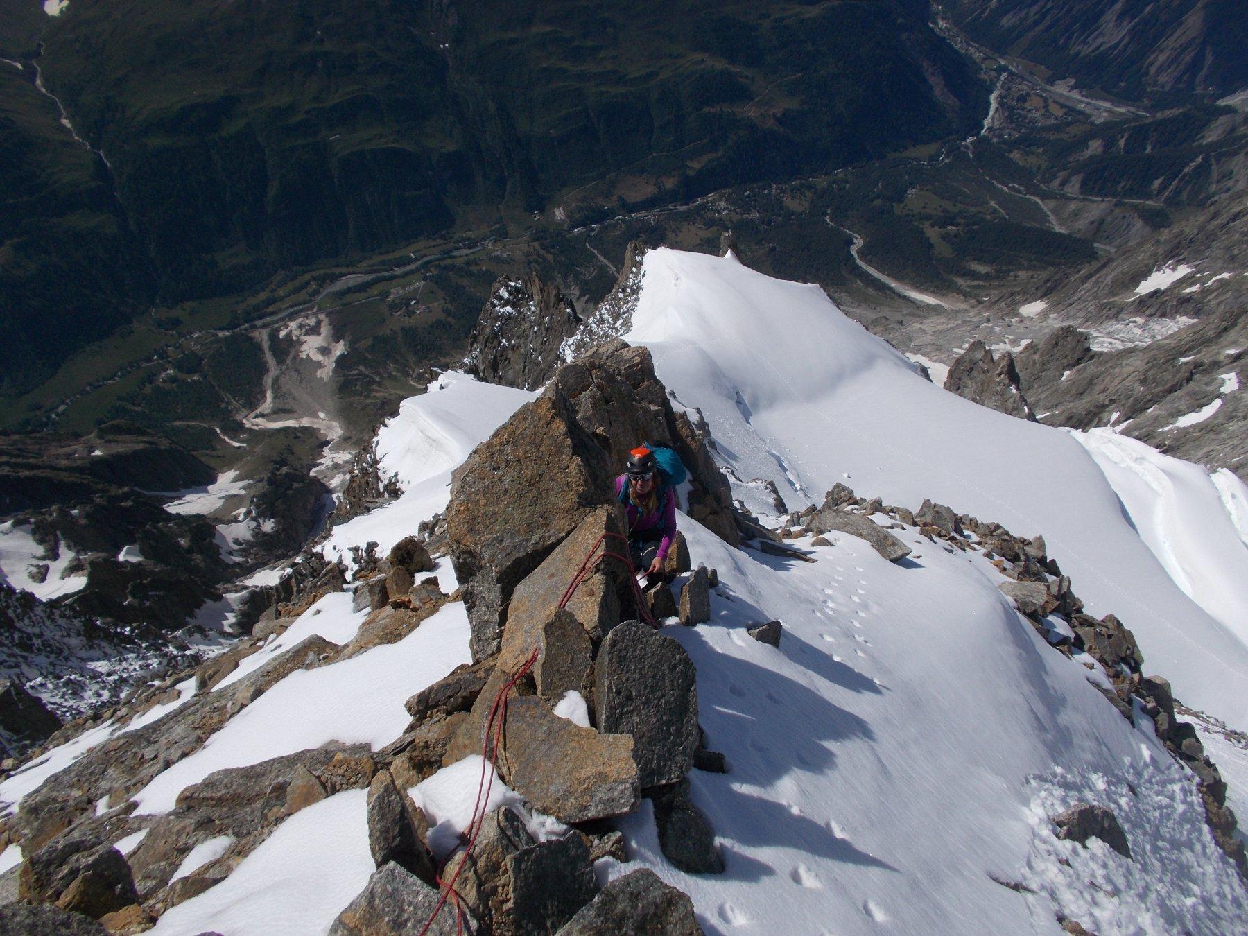 sulla panoramica e aerea cresta finale di misto..con la neve che un po' tiene un po' no..