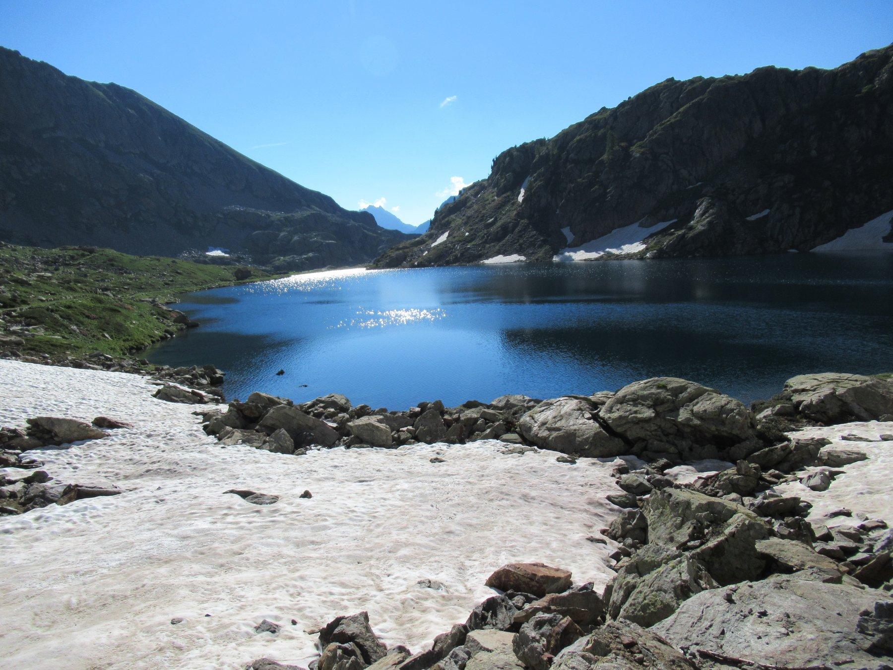 Lago inferiore di Vallescura (m.2274).
