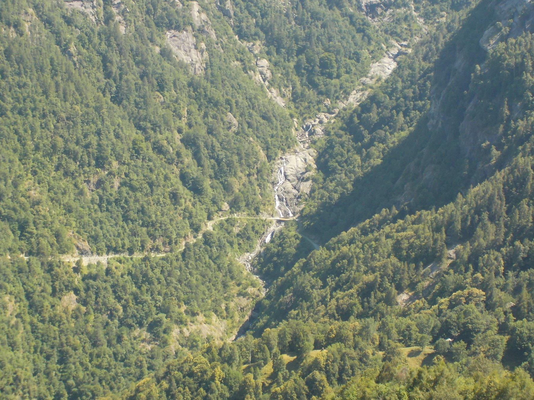 Il guado della poderale sul rio Fer visto dal sentiero 5