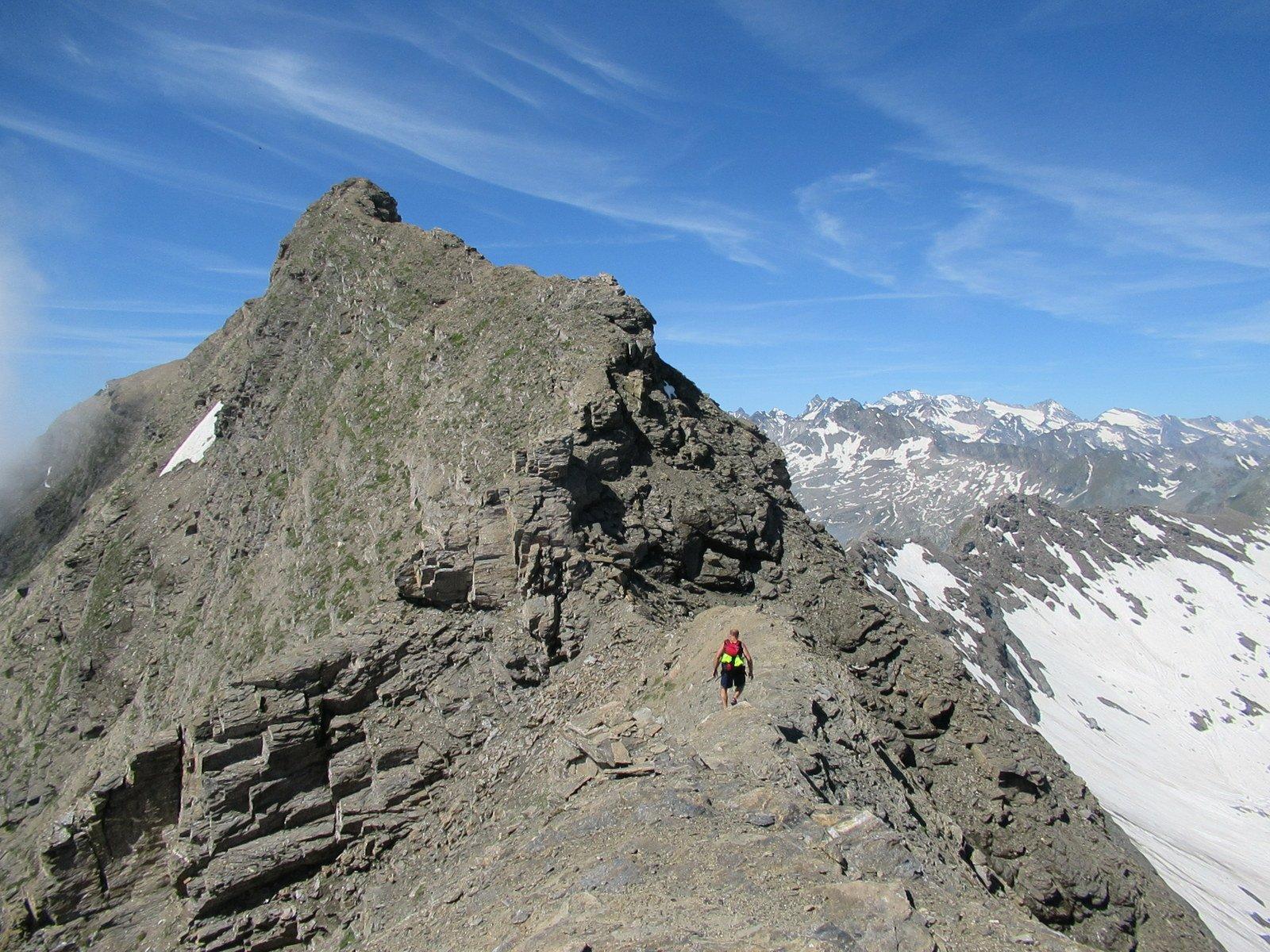 Parte finale della cresta, con gli spuntoni da aggirare sulla destra