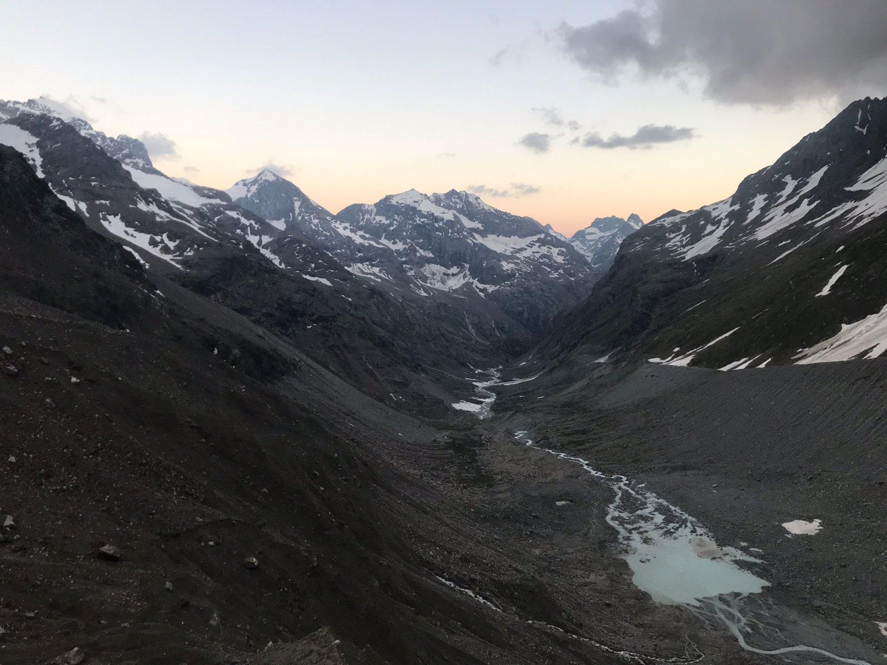 Vista al Tramonto dal Rifugio Aosta