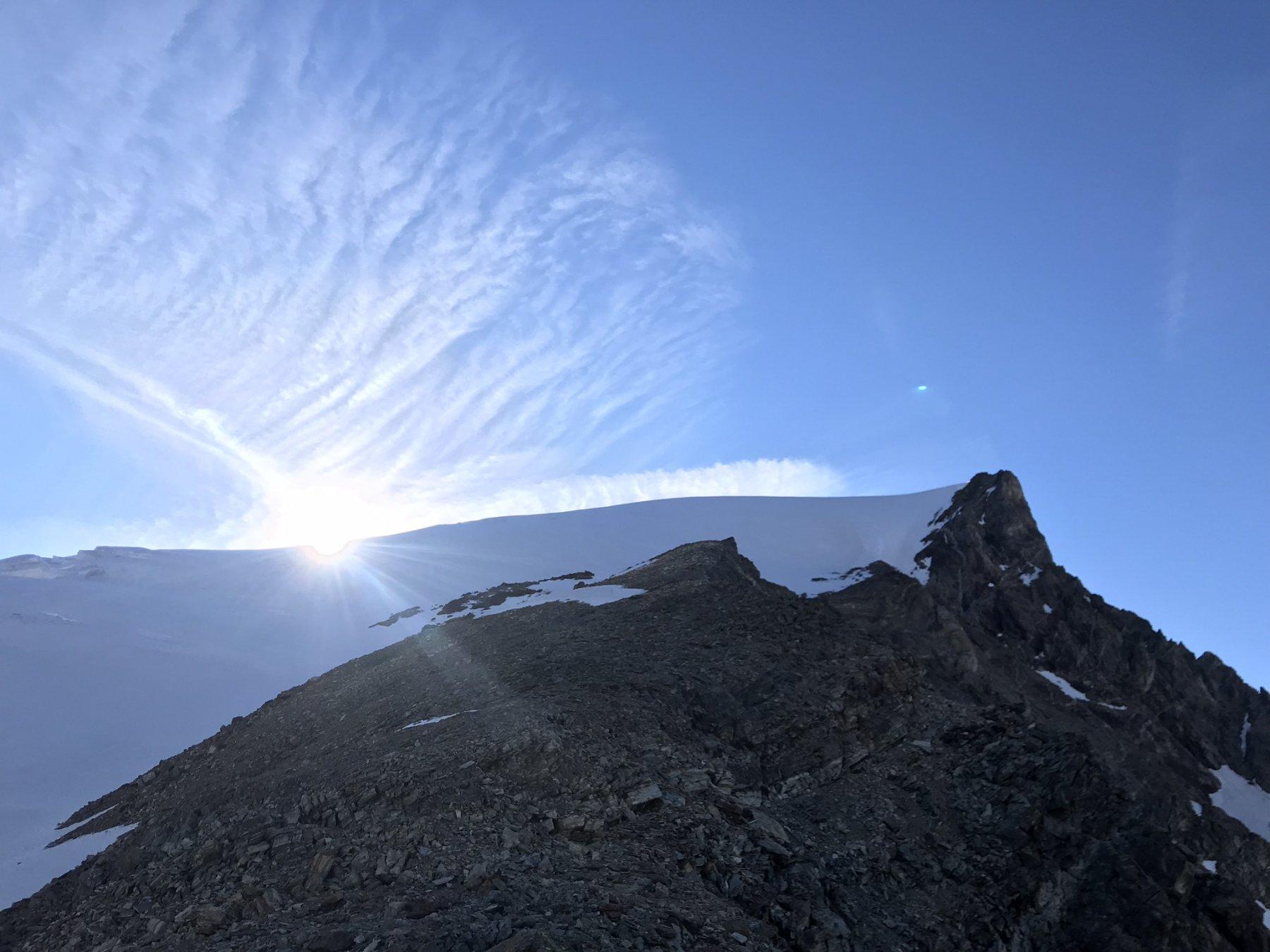 Il sole illumina il ghiacciaio al suo sorgere