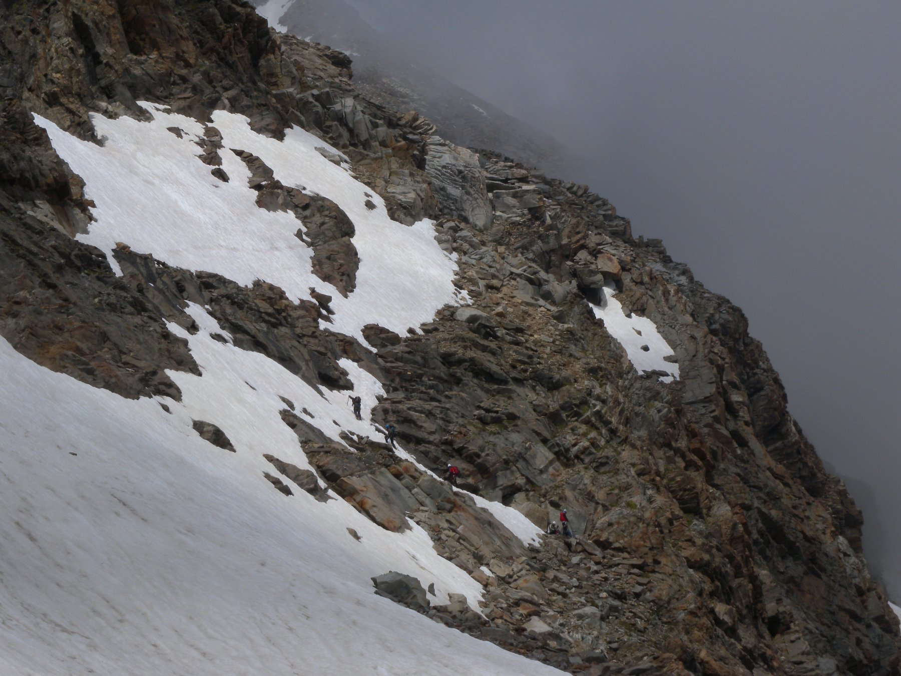 un  tratto dei canaponi è coperto da neve