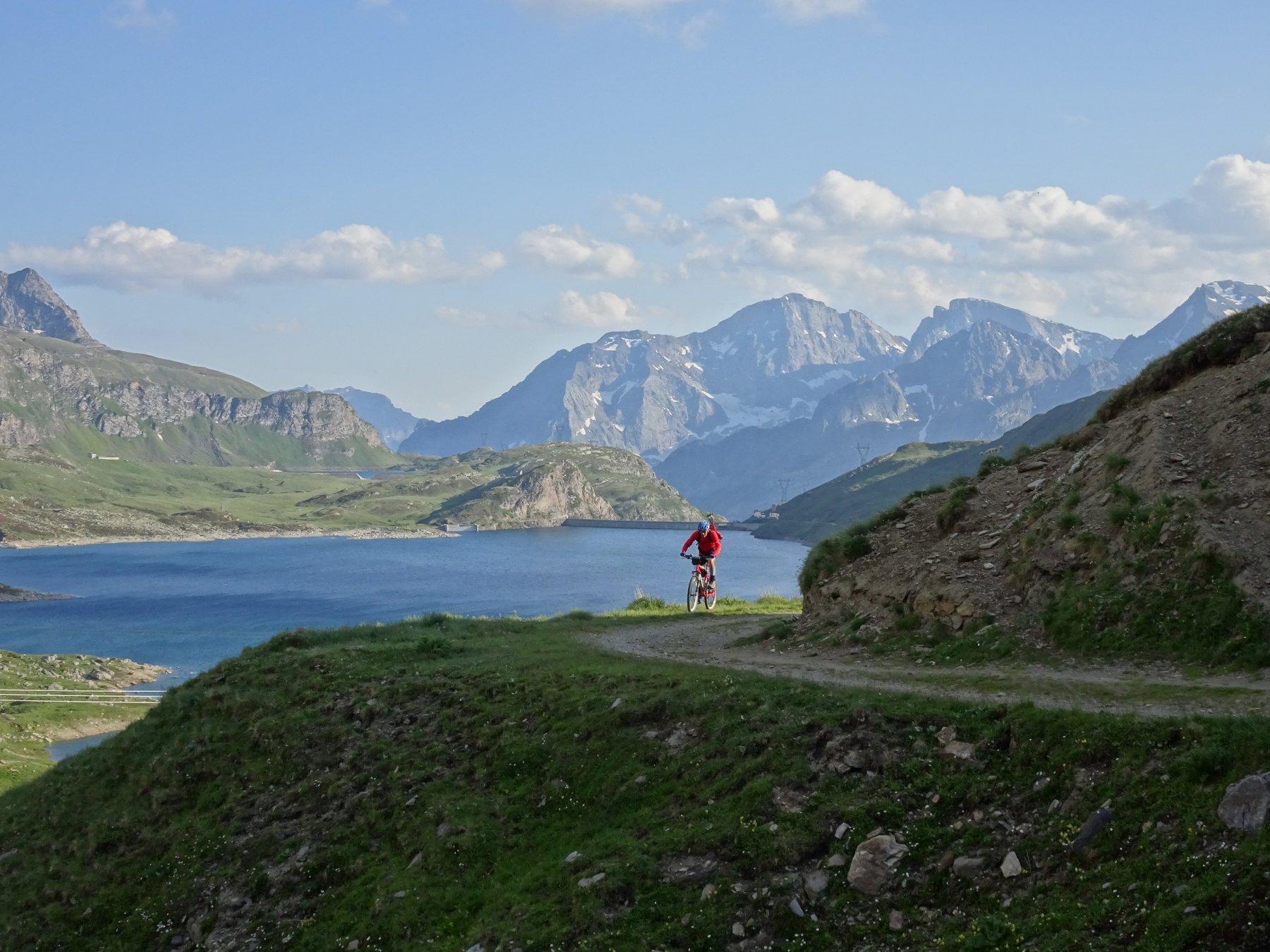 rientro in Svizzera dal Lago del Toggia verso il Passo San Giacomo