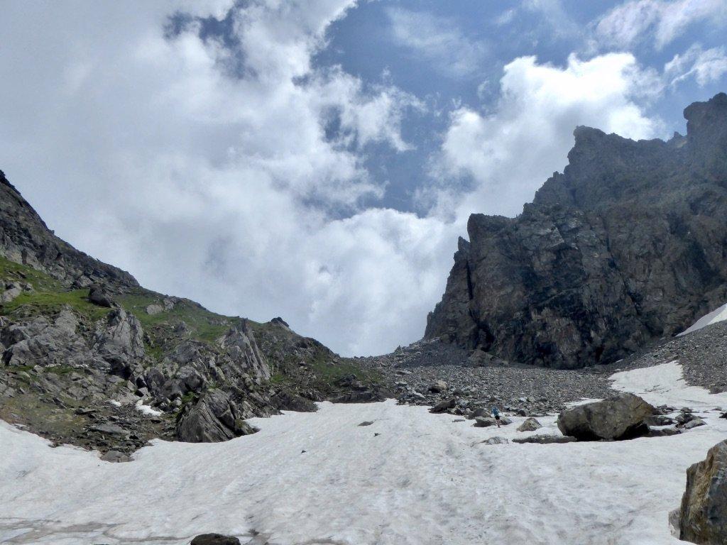 Nevai sulla salita al colle