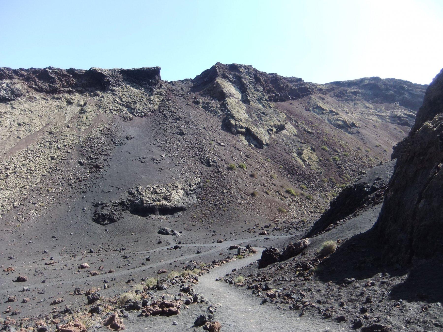 Accesso verso il fondo del cratere