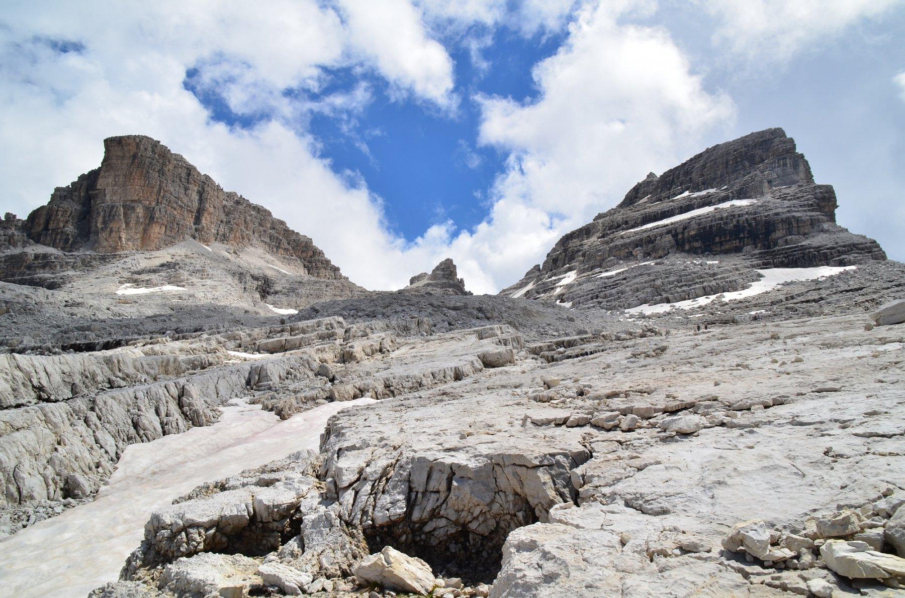 Da sinistra, Campanile di Vallesinella, Rocca delle Val Perse e Cima Sella